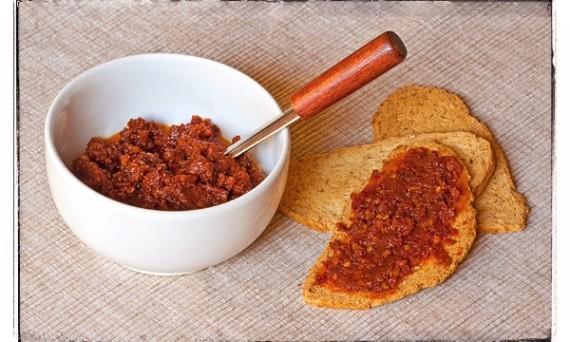 Crema di peperoncino e pomodori secchi