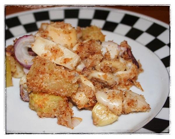 Calamari al forno con patate e cipolle